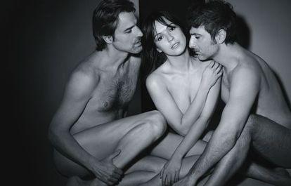 Alberto San Juan, Verónica Sánchez y Ernesto Alterio (de izquierda a derecha), protagonizan 'La montaña rusa' y se desnudan para esta sesión de fotos.