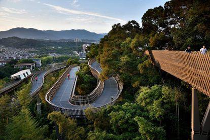 Panorámica de Trans-Urban Connector, un 'pulmón verde' que da acceso a los ciudadanos de la ciudad china de Fuzhou. Diseñado por LOOK Architects en 2017.