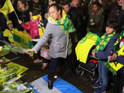 Vigilia de apoyo al futbolista Emiliano Sala. En vídeo, los aficionados del Nantes homenajean a Emiliano Sala.