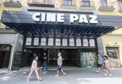 El cine Paz, en la calle de Fuencarral, ayer martes a la espera de su reapertura el viernes 17.
