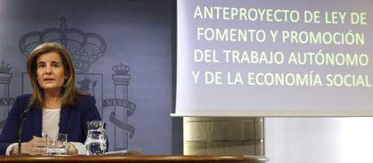 La ministra de Empleo, Fátima Báñez, durante la rueda de prensa ofrecida tras la reunión del Consejo de Ministros