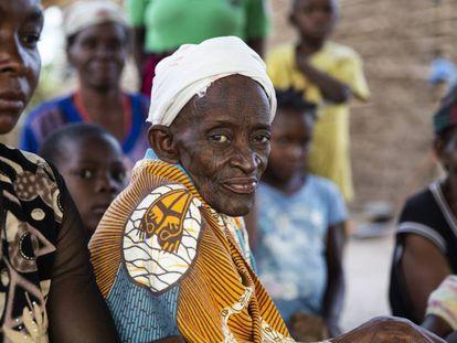 Desplazados por la violencia en el norte de Mozambique, ahora también amenazados por la covid-19, en una foto de archivo.