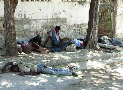 Al menos cinco personas han muerto durante un enfrentamiento armado entre miembros de la seguridad presidencial y combatientes de un poderoso <i>señor de la guerra</i> en le capital somalí.