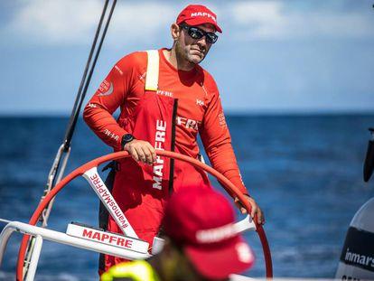Xabi Fernández a bordo del Mapfre.