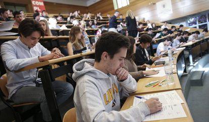 Exámenes de selectividad en la Facultad de Odontología de la Compultense (Madrid).