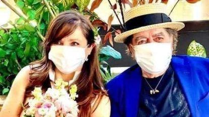 Joaquín Sabina y Jimena Coronado, tras casarse en los juzgados de Madrid este lunes.