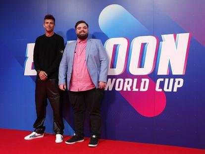 Gerard Pique e Ibai Llanos, a su llegada al mundial de globos este jueves.