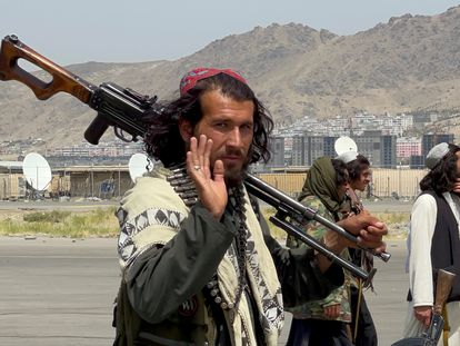 Talibanes patrullan Kabul este martes en el día en que las tropas de Estados Unidos han terminado de salir de Afganistán tras veinte años