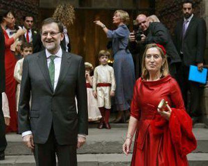 El presidente del Gobierno Mariano Rajoy, junto a la ministra de Fomento, Ana Pastor en la boda de Pablo Lara y Ana Brufau el pasado sábado en Barcelona.