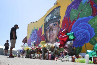 Un mural con el rostro de la soldado asesinada Vanessa Guillén, en Fort Worth (Texas).