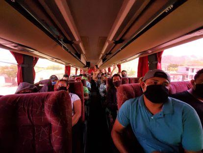 El grupo de 96 migrantes nicaragüenses varados en la frontera de Honduras y Nicaragua. /CORTESÍA