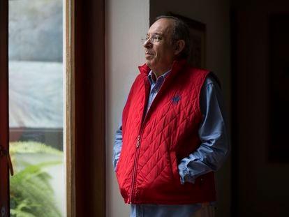 El escritor y periodista Héctor Aguilar Camín  en su casa del barrio de San Miguel Chapultepec.