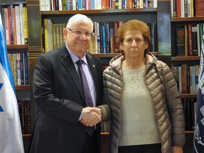 El presidente de Israel, Reuven Rivlin, recibe a la madre de Nisman, Sara Garfunkel, en Tel Aviv.