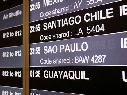Un panel informa de un avión a Sao Paulo (Brasil) en el Aeropuerto de Barajas el pasado 3 de febrero, último día antes de que se prohibieran los vuelos a ese país.