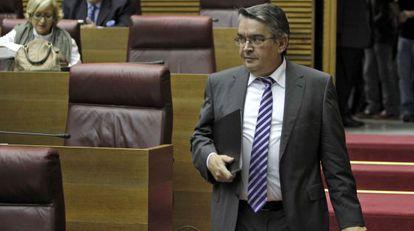 El consejero de Hacienda, José Manuel Vela, en las Cortes.