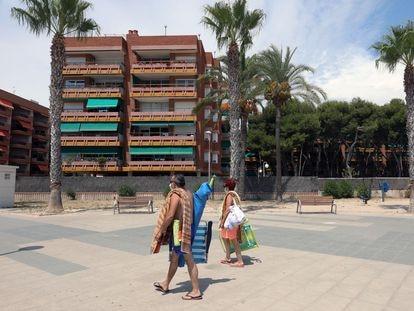 Urbanización con segundas residencias a pie de playa en el paseo Maritimo de Torredembarra.