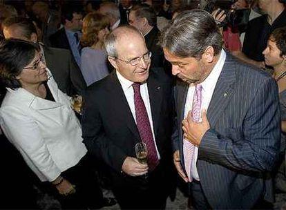El presidente de la Generalitat, José Montilla (izquierda), con el del Parlamento, Ernest Benach.