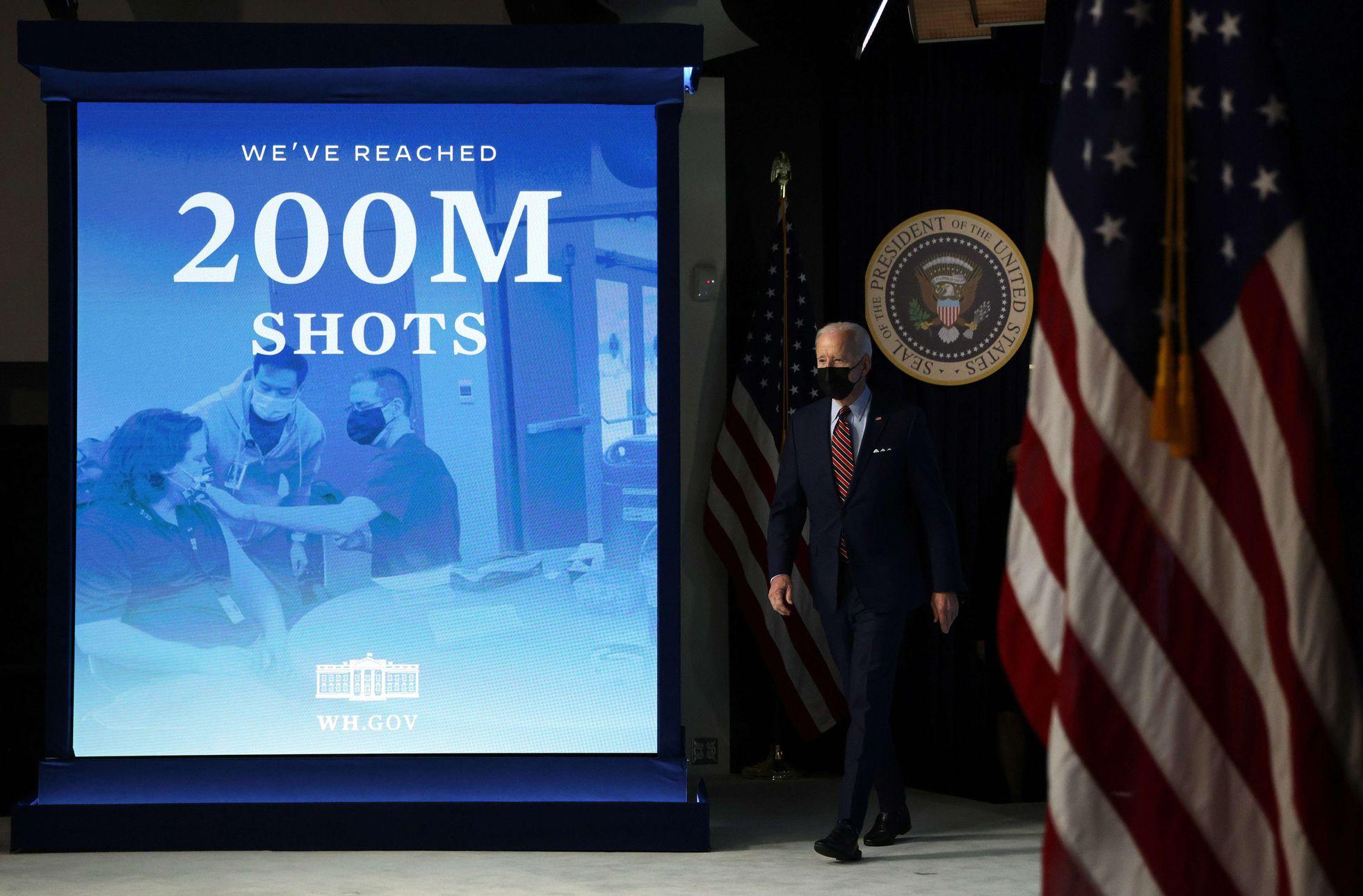 Joe Biden después de anunciar que Estados Unidos ha distribuido 200 millones de inyecciones de la vacuna, el 21 de abril de 2021 en Washington, DC.