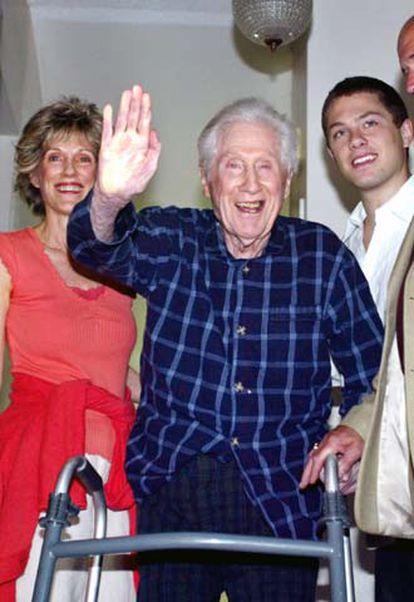W. Mark Felt, ayer en su domicilio de Santa Rosa, junto a su familia.