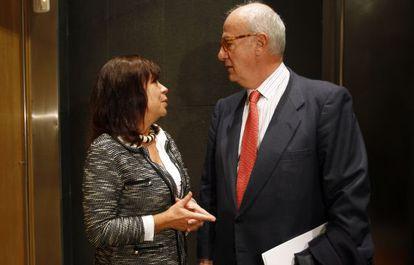 Cristina Narbona y el presidente del CSN, Fernando Marti.