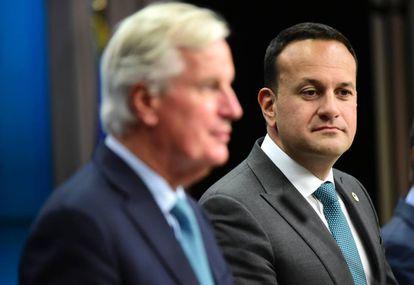 Michel Barnier, negociador jefe europeo del Brexit (izquierda), y Leo Varadkar,  Taoiseach  (primer ministro) irlandés.