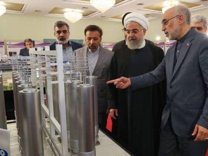 El director de la agencia nuclear iraní muestra tecnología atómica al presidente Hasan Rohani. En vídeo, declaraciones de Josep Borrell, alto representante de Política Exterior en la UE.