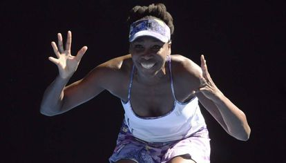 Venus Williams celebra la victoria ante su compatriota Coco Vandeweghe.