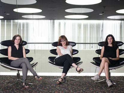 Desde la izquierda, las directoras de cine Carla Simón, Roser Aguilar y Elena Martín el pasado junio en Barcelona.