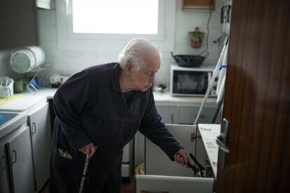 Rosario fotografiada en la cocina de su casa, este jueves.