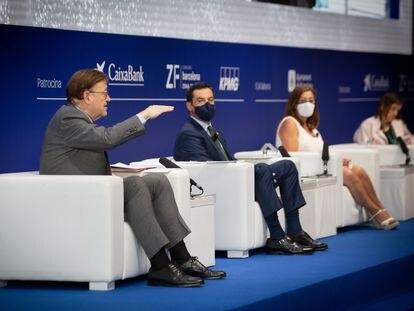 Los presidentes de la Generalitat valenciana, Ximo Puig; de la Junta de Andalucía, Juanma Moreno; y la presidenta de Balerares, Francina Armengol, este jueves en Barcelona.