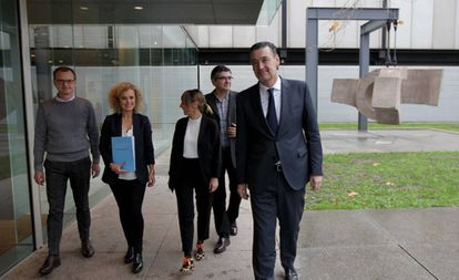 Miguel Zugaza, a la derecha, este miércoles tras la presentación del nuevo plan estratégico del Museo de Bellas Artes de Bilbao.