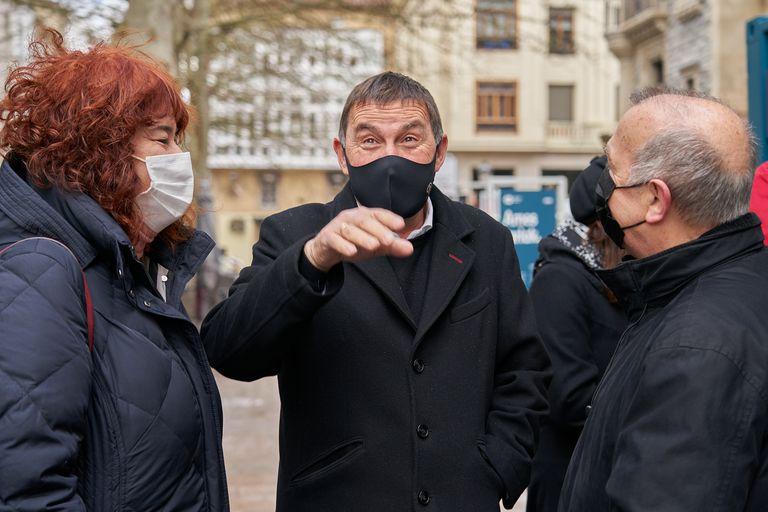 El coordinador general de EH Bildu, Arnaldo Otegi, participa en un acto político con motivo de la inauguración en Vitoria de una exposición itinerante con motivo del décimo aniversario de su coalición.