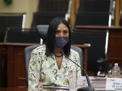 Norma Irene de la Cruz Magaña en la sala del Consejo General del INE en julio de 2020.