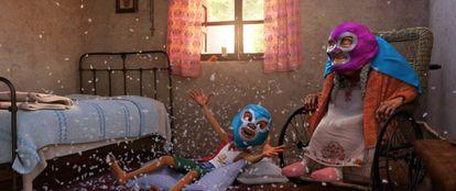Miguel y su bisabuela Coco, que da nombre a la película, en una imagen el filme dirigido por Lee Unkrich.