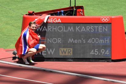 El atleta noruego Karsten Warholm bate el récord mundial de 400m vallas durante los Juegos Olímìcos de Tokio