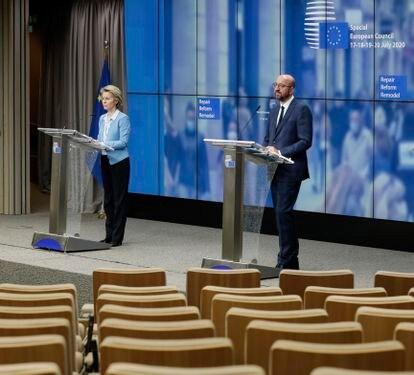 La presidenta de la Comisión Europea, Ursula von der Leyen, a la izquierda, y el presidente del Consejo Europeo, Charles Michel, el 21 de julio en Bruselas.