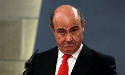 El ministro de Economía, Luis de Guindos, tras la rueda de prensa posterior al Consejo de Ministros