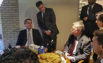 El secretario de Seguridad estadounidense John Bolton desayuna con el presidente electo de Brasil Jair Bolsonaro