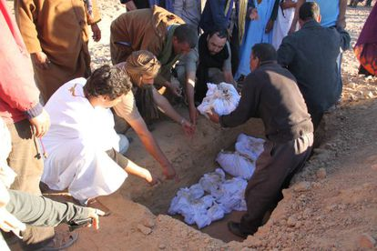 Entierro el pasado noviembre de los ocho saharauis asesinados en 1976 y exhumados de dos fosas comunes por un equipo español el pasado junio.