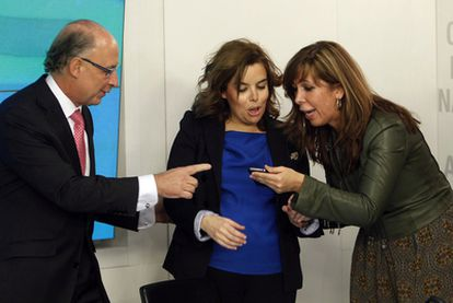 Cristóbal Montoro, Soraya Sáenz de Santamaría y Alicia Sánchez-Camacho, al comienzo de comité ejecutivo del PP.