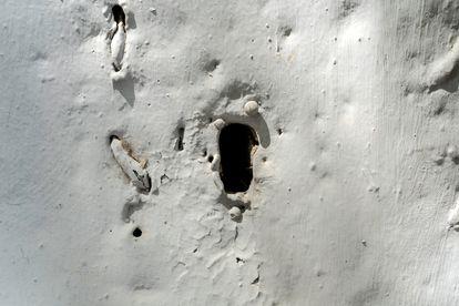 El acceso al corral de los desgraciados estaba prohibido. Los familiares de las víctimas tenían que conformarse con mirar por este agujero en la pared.