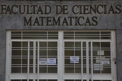La facultad de matemáticas de la Complutense de Madrid cerrada por la pandemia.