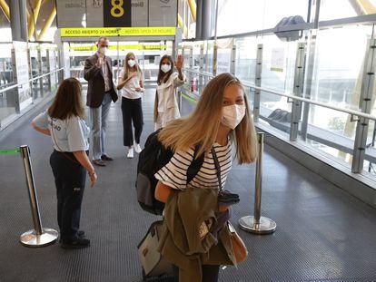 Los Reyes despidiendo a su hija la Pincesa Leonor en el aeropuerto, el 30 de agosto de 2021.