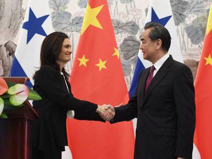 Los titulares de Exteriores de Panamá y China, en Pekín.