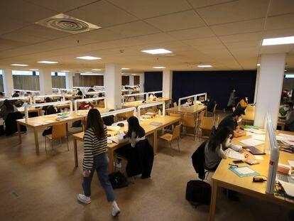 Estudiantes de la Universidad de Santiago de Compostela, el 24 de marzo.
