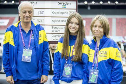 Juan Manuel Bellón, Anna Cramling Bellón y Pía Cramling, pocos minutos antes de su encuentro frente a Serbia, hoy en la 4ª ronda.