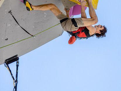 Adam Ondra triunfa en el regreso de la escalada
