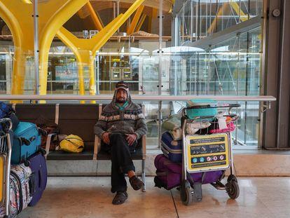 José Miguel, de 46 años, lleva viviendo tres meses y medio en la T4 del aeropuerto de  Madrid.