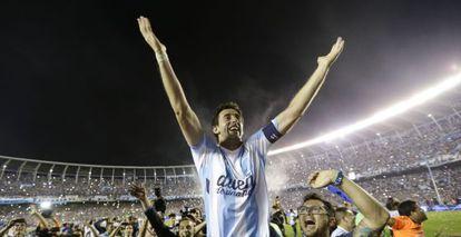 Diego milito celebra el título del Racing el pasado domingo.