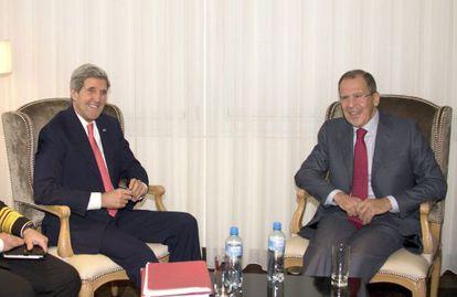 Los ministros de Exteriores de EE UU, John Kerry, y de Rusia, Sergei Lavrov, hoy en Ginebra.